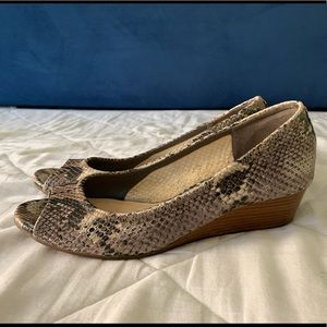 Cole Haan Women's Peep Toe Wedge 40mm Snakeskin